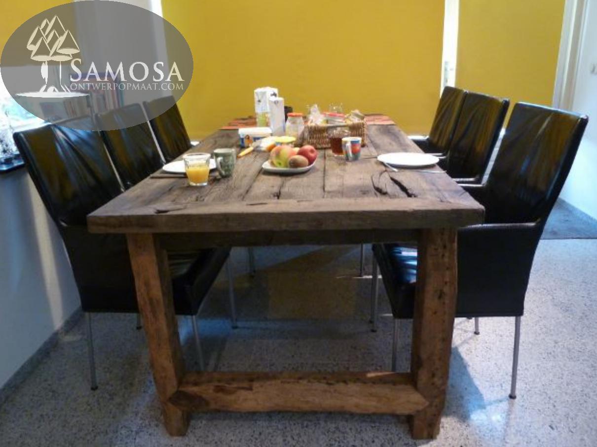Samosa ontwerp op maat antieke tafel uit 2013 - Oude tafel en moderne stoelen ...